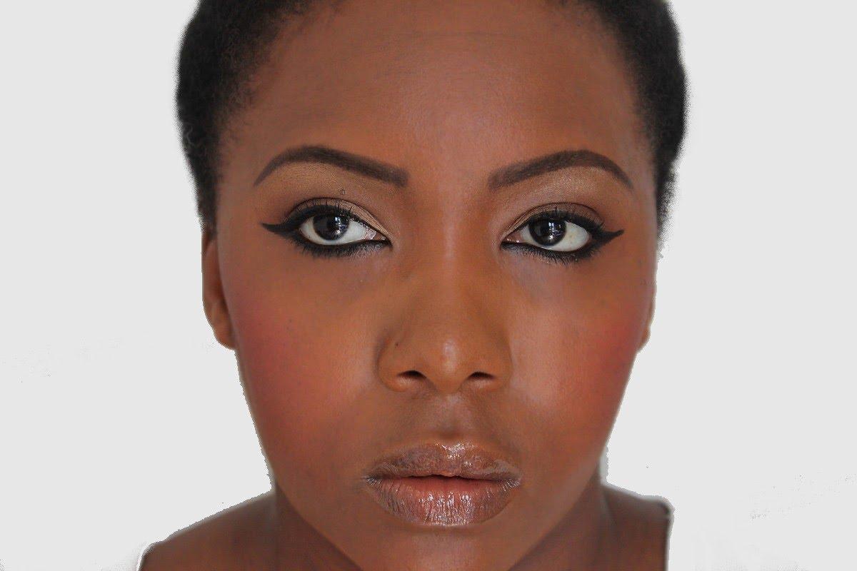 maquillage peau noire les teintes de poudre. Black Bedroom Furniture Sets. Home Design Ideas