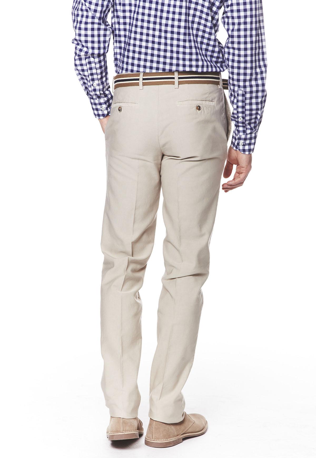 pantalon homme eux aussi ont le droit de porter des v tements chic pour tre tendance. Black Bedroom Furniture Sets. Home Design Ideas